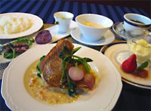 オードヴル+スープ+本日の肉料理+デザート+ドリンク 1,750円